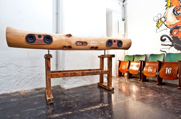 iTree for your iPhone and iPod. Those are my kind of speakers. Plus you can pick your own wood!: Trees Trunks, Wood, Logs, Ipod Dock, Dock Stations, Iphone, Speakers, Products, Design