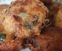 Begedil is een heerlijke snack of lekker als bijgerecht. De koekjes worden gemaakt van aardappel met gedroogde garnalen of vis. In dit rec...