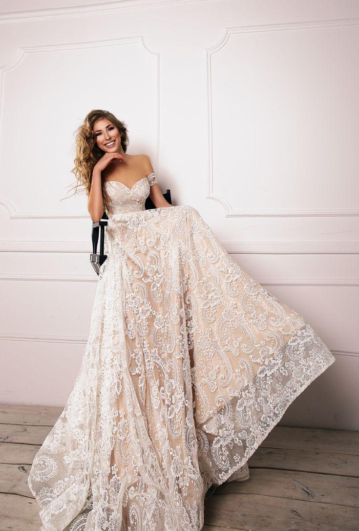 Выбор свадебного платья это не просто примерка... Это процесс создания прекрасных воспоминаний ✨💕👗