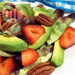 Avocadosalade met aardbeien. Deze is heerlijk!!! Echt  aanrader!!!