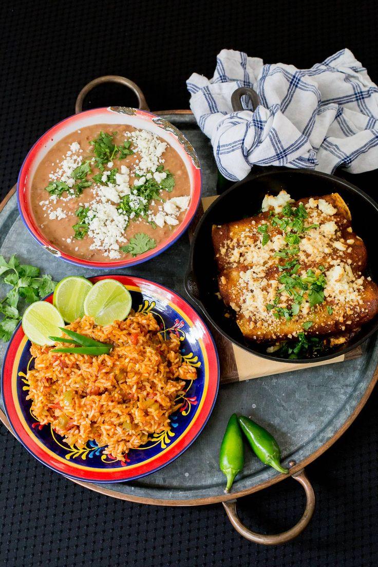 Comida mexicana saludable: Enchiladas de cerdo, arroz mexicano y frijoles refritos (porotos).  Patrocinado por TCHS. #ad