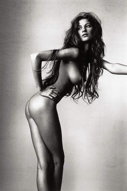 http://www.vogue.co.uk/spy/celebrity-photos/2011/09/28/gisele-style-file/viewgalleryframe/129135?