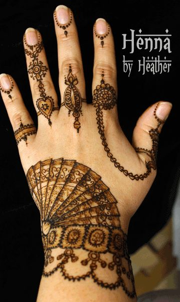 Bharatnatyam saree inspired henna design