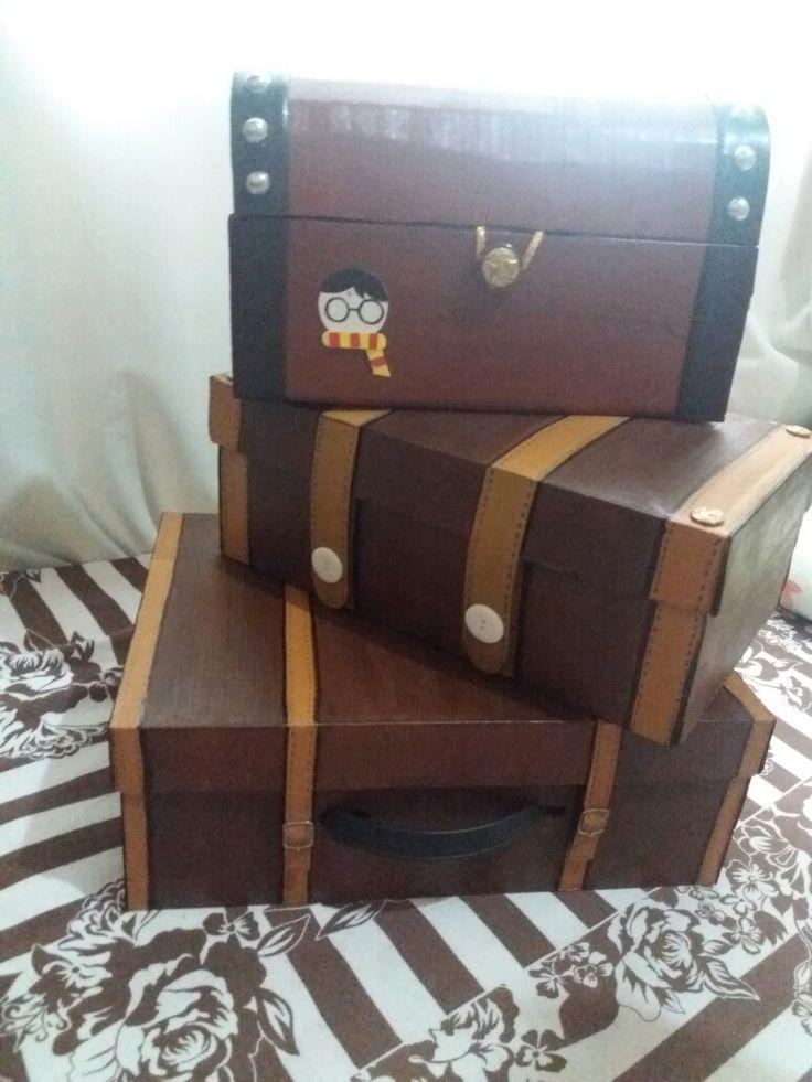 Mala e baú de caixa de papelão