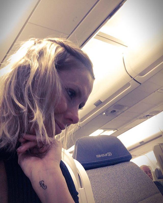 A diretora @monicagsalgado (foto) e a editora de moda sênior @kvilasboas se despedem desta Semana de Moda de Milão cansadonas porque a semana foi corrida mas felizes pela cobertura alcançada - tomara que vocês tenham curtido! O voo que nos leva de volta é @aireuropa companhia aérea espanhola que tem voos diários SP-Madri! #aireuropa #aireuropabrasil #glamouremmilão  via GLAMOUR BRASIL MAGAZINE OFFICIAL INSTAGRAM - Celebrity  Fashion  Haute Couture  Advertising  Culture  Beauty  Editorial…
