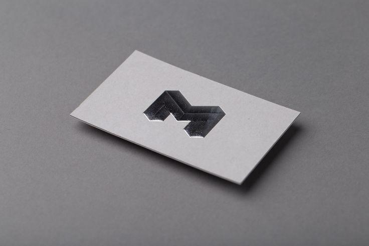 Visittkort med 3D-preg på grå kartong.  #visittkort