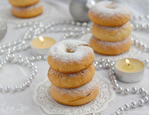 Медовое печенье на Рождество. Ингредиенты: корица, сливочное масло, яйца куриные