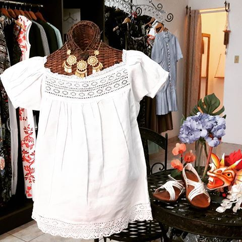#camisola en #hilo con #trencillas de #algodon una opción fabulosa para estas fiestas #patrias que se avecinan Talla: #large Precio: 90.00 #Cutarras Talla: 8 Precio: 30.00