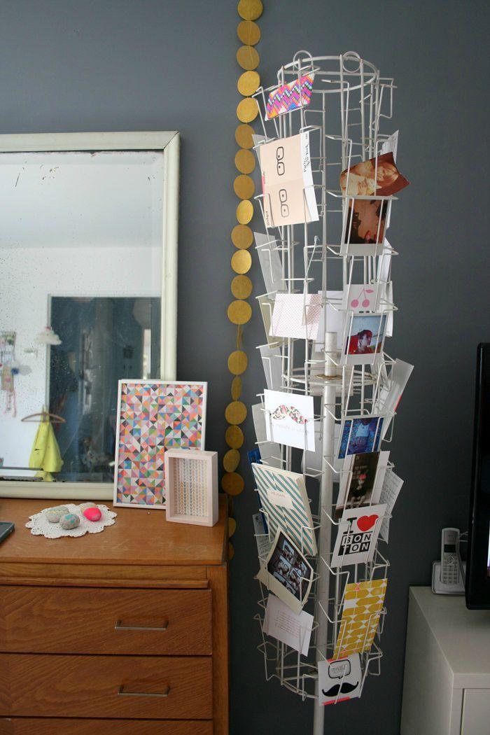 Décoration simple et originale - Présentoir à cartes postales