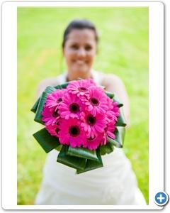 bruidsboeket-roze-gerbera-strik