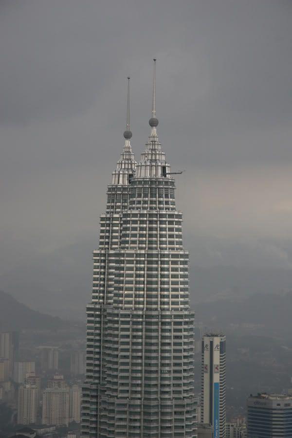 KUALA LUMPUR | Petronas Towers | 1,483 FT / 452 M | 88 FLOORS | 1998 - SkyscraperPage Forum