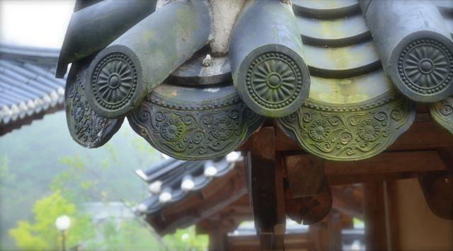 Pretty Korean traditional tile roof (기와지붕 Kiwa jibung)