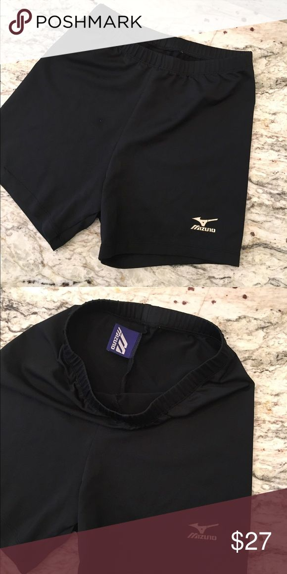 Women's MIZUNO volleyball spandex shorts Women's MIZUNO volleyball spandex shorts. Women's Medium (but they run small, as spandex normally does). Could definitely fit younger girl! Gently used condition. Great deal! Selling cheaper on Ⓜ️ app!! Mizuno Shorts