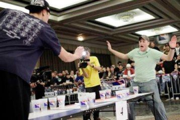 OBeer Pong é um jogo inventadopor universitários americanos no qual o competidor tenta encaçapar, comuma bolinha de tênis de mesa,o copo do