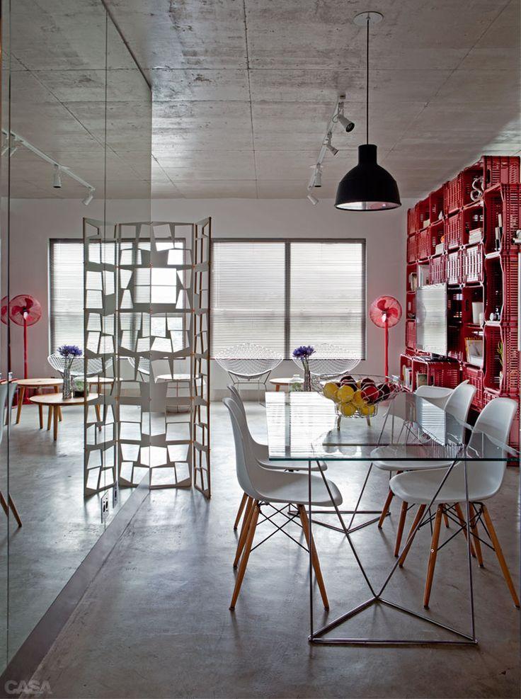 Apartamento de 70 m² dos arquitetos e moradores Paula Sertório e Victor Paixão (PAX.ARQ)