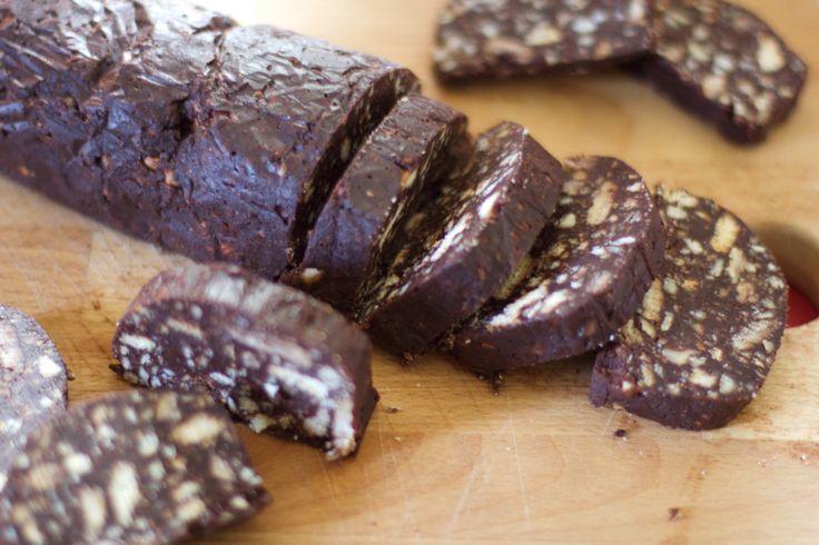 La ricetta del salame turco o salame di cioccolato, un dolce senza cottura, semplice, veloce e gustoso. Scopri la ricetta siciliana originale!