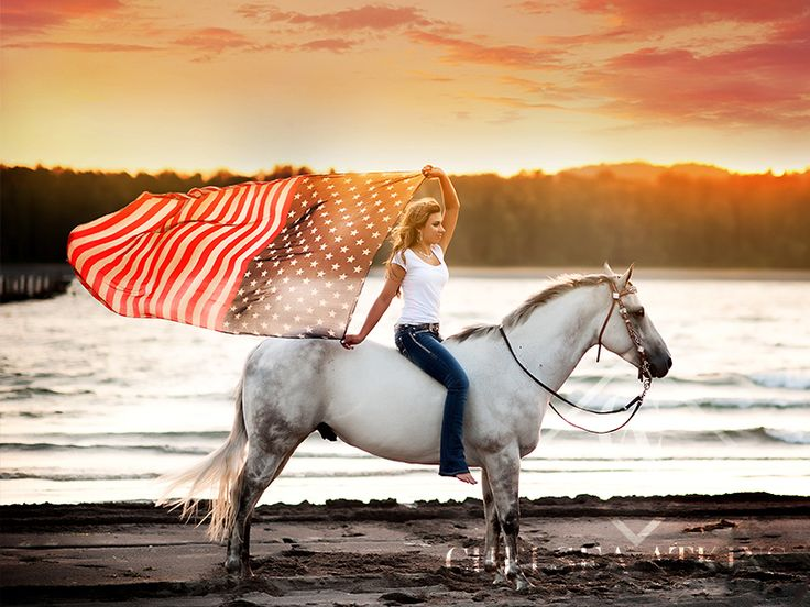 SENIOR GIRL | HORSE | AMERICAN FLAG | WESTERN WASHINGTON SENIOR PHOTOGRAPHER |WWW.CHELSEAATKINSPHOTOGRAPHY.COM