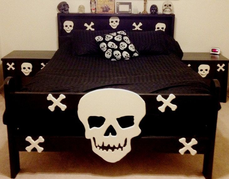 1000 Ideas About Skull Furniture On Pinterest Skull Decor Sugar Skull Decor And Gothic Furniture