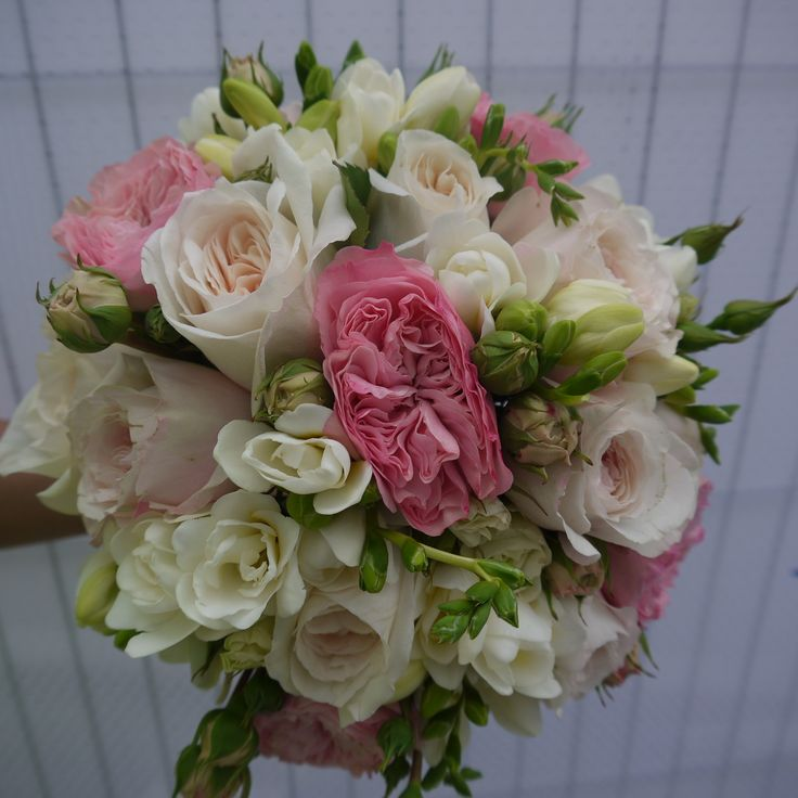 Wedding Flowers Cambridge: English Roses And Scented Freesia For A Very Special