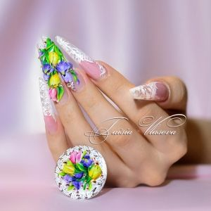 Дизайн ногтей 34: Красивый весенний дизайн ногтей - объемные тюльпаны, ирисы и белое кружево