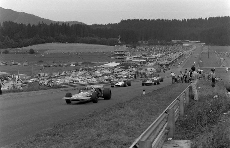 Sieger und Tragödien: Erinnerungen an 50 Jahre Formel 1 in Österreich - 1970 feierte die Formel 1 ihr Debüt in Spielberg. 100.000 Fans kamen, um Jochen Rindt hautnah zu erleben. Mehr dazu hier: http://www.nachrichten.at/sport/formel1/Sieger-und-Tragoedien-Erinnerungen-an-50-Jahre-Formel-1-in-Oesterreich;art105,1415971 (Bild: Schaadfoto/WEREK)