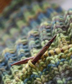 Im Netz schwirren unzählige Muster für Schals aller Art herum. Doch eine Anleitung für einen einfachen Herrenschal habe ich nicht gefunden. ...