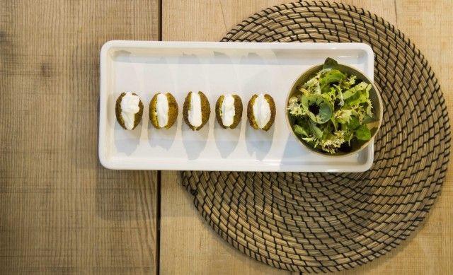Falafel di ceci con maionese vegetale, la ricetta per farli nella vostra cucina (video)