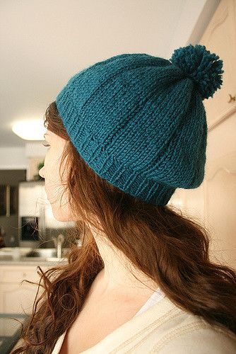 With this blue beret knitting pattern you can create an easy to make knitted berret.Simple instructions can be found in the article.Happy knitting to all. #knitting #knit #pattern | www.housewiveshobbies.com |