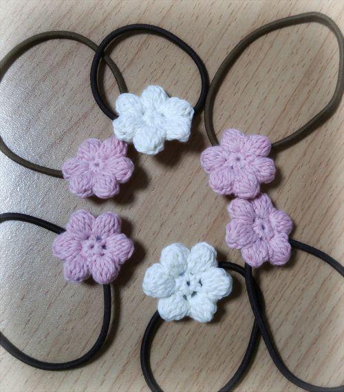 ぷっくりお花のヘアゴムの作り方|編み物|編み物・手芸・ソーイング|ハンドメイドカテゴリ|アトリエ