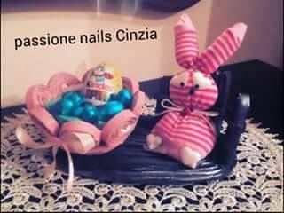 Easter decoration made by https://www.facebook.com/Passione-nails-Cinzia-769036343191820/ *** Le Maddine & Maddy https://www.facebook.com/groups/531953423561246/ *** #madeinfacebook #lemaddine #handmade #handcrafted #instagram #instapic #instagood #picoftheday #instacool #cool #cute #paper #papercraft #straw #paperstraws #basket #easter #colorful #clothes #rabbit #sewing #embroidery #decor #decoration #homedecor #passionenailscinzia