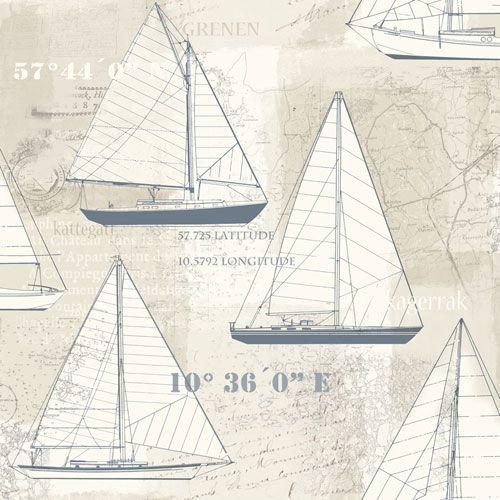 Tapet i marin stil med segelbåtar i blått från kollektionen Skagen 21000. Klicka för fler fina tapeter för ditt hem!