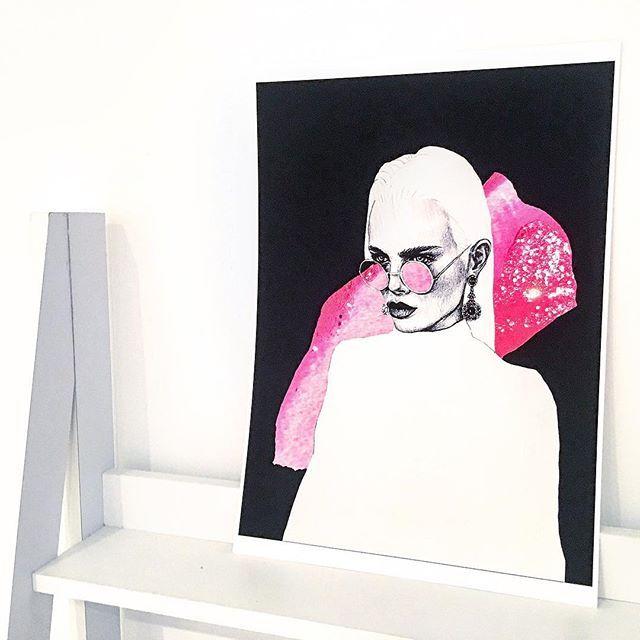 • new 'zara' print now available on the online store ✨ link in bio • #fashionillustration #fashionillustrator #interiors #interiorartwork #artwork #melbourneartist #melbourneillustrator #fluropink #feministart #strongewomen #sparkles #minimal #minimalism #minimalist #minimalfashion #minimaliststyle #pink #feminine #feminineart #glasses #graphite #graphicdesign #graphicdesigner #goth #fashiondesign