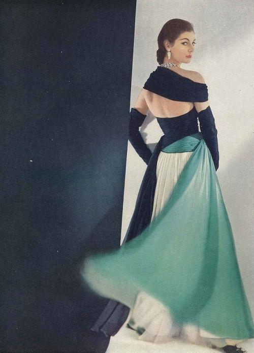 Fiona Campbell-Walter wearing a gown by Jean Dessès for Vogue, April 1952.Fashion Models, Jeans Desses, Vintage Fashion, Dresses, Retro Style, 1950 S, Jeans Dessè, 1950S Fashion, April 1952