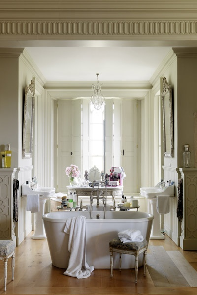 French style grand bathroom. Look at all the architectural details. So French!