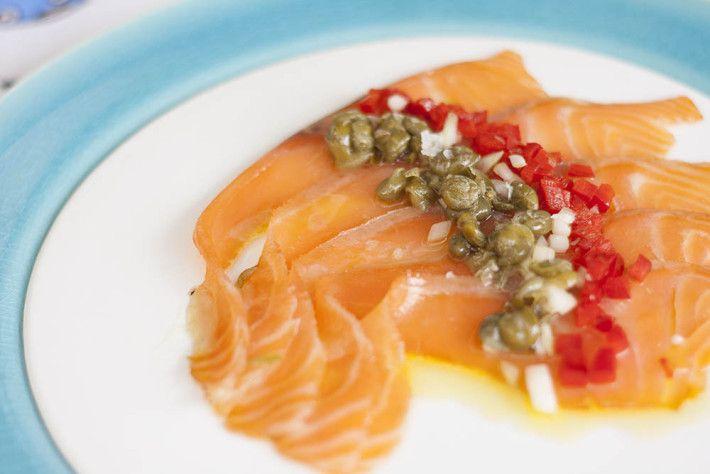 El salmón es un pescado rico en grasas omega 3, si además lo acompañamos con una vinagreta se convierte en una cena perfecta, completa y deliciosa.