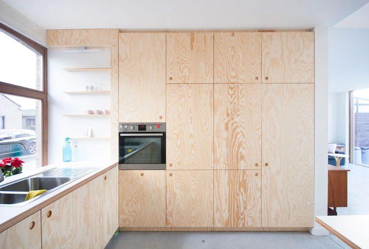 plywood kitchen by KOMAAN! architecten