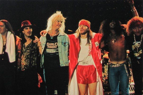 Guns N' Roses - Dizzy Reed,  Gilby Clarke, Duff Mckagan, Axl Rose, Slash & Matt Sorum.