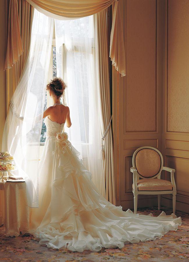 華やかにきらめくバックスタイルドレス | トゥー・レ・ドゥー 銀座店