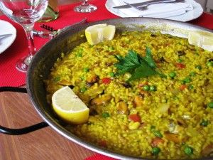 an idea for a sunday lunch: Paella - popular rise dish