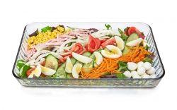Salată de vară cu tot ce este mai bun din  natură.  www.masafamiliei.ro