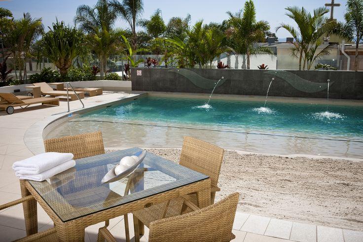 Poolside, Wyndham Surfers Paradise.