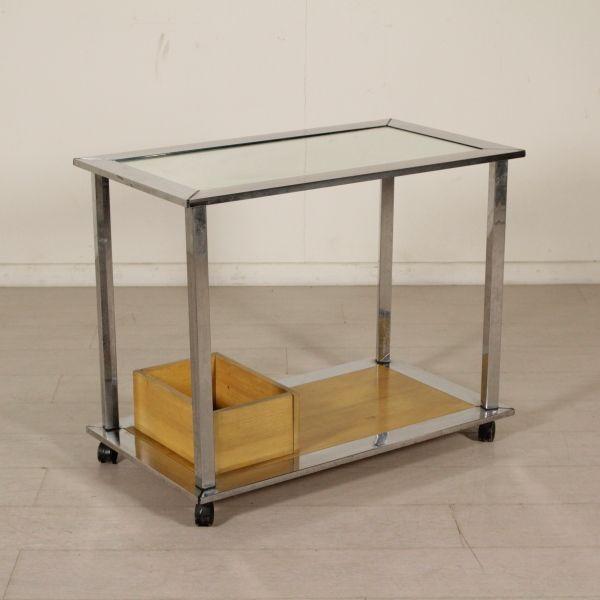 Carrello di servizio; metallo cromato, vetro e legno impiallacciato frassino.