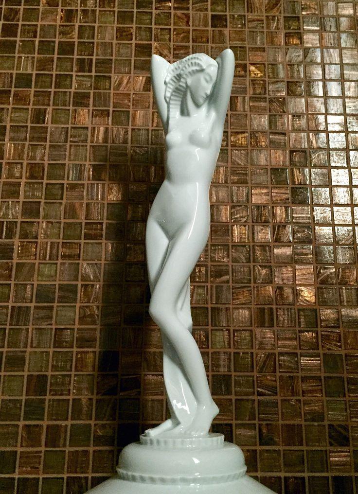 Gerhard Schliepstein: Nudo femminile.  Rosenthal Selb Bavaria. Rara statua in porcellana bianca.  c.1930. H. 39 cm.