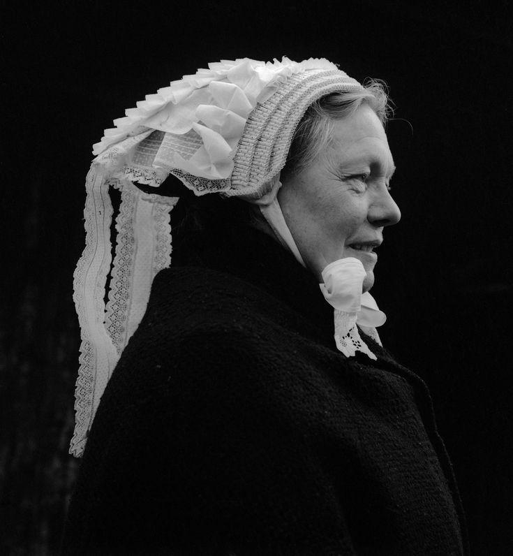 Vrouw met Vlijmense muts, Brabant (1950-1960), foto Cas Oorthuys