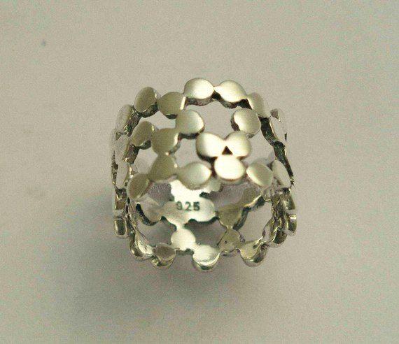 Banda de plata con anillo anillo de boda. banda de ópalo