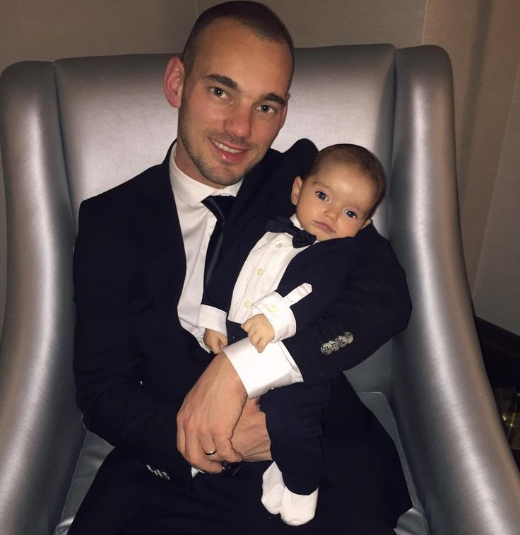 Dec 26-2015. ✨⚽️@sneijder10official _I feel like the luckiest man alive. #SoThankful My sweet wife, son Xess Xava and I wanna wish you beautiful days and a very happy, healthy and lovable new year !!
