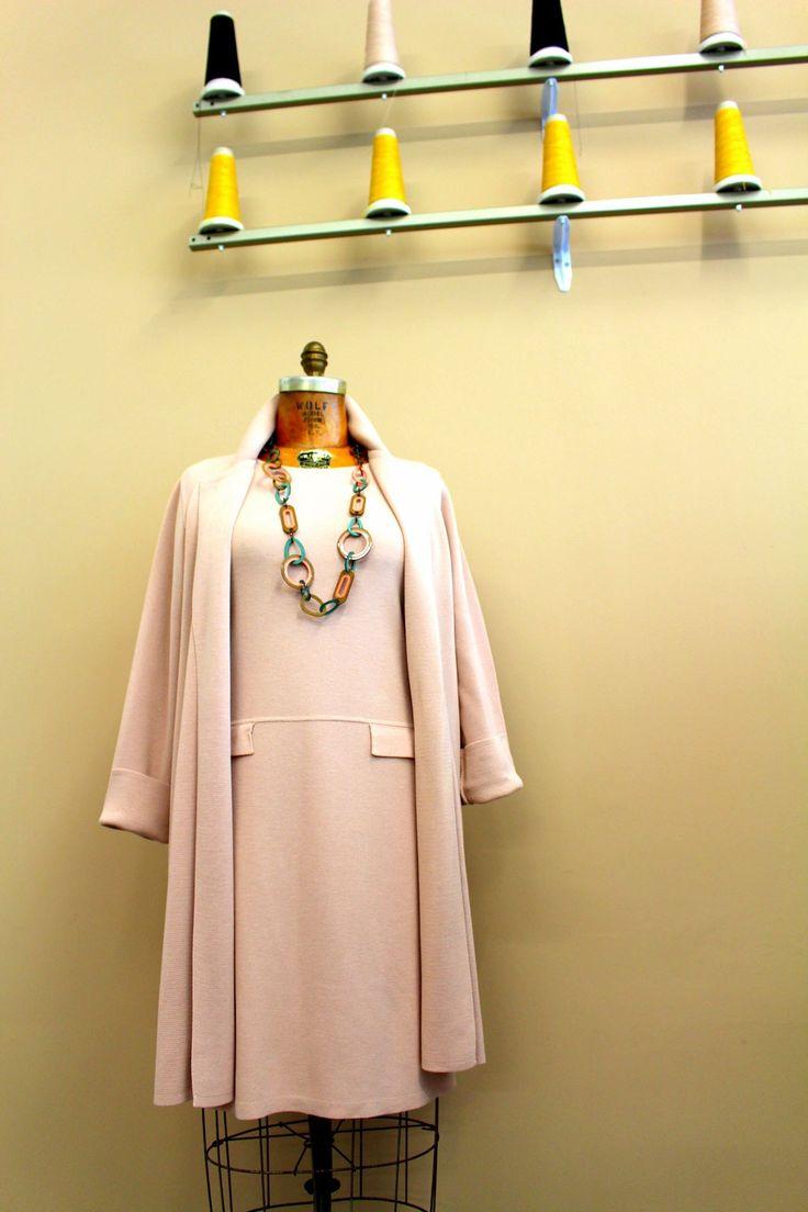 Completo in total pink realizzato dal maglificio m3 knitwear in vendita nello spaccio aziendale a San Vendemiano TV ITALY. Moda, abbigliamento, fashion, outfit, summer, pink