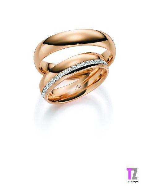 Rosé gouden trouwringen met rondom diamant in de damesring. Kijk voor mooie trouwringen op www.trouwringen-zwolle.nl