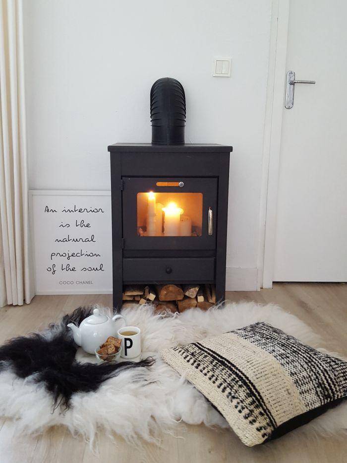 Perna tesuta in alb si negru este ideala pentru culorile stinse sau aprinse ale canapelei tale! Si garantam ca mixul de culoare va fi unul echilibrat!