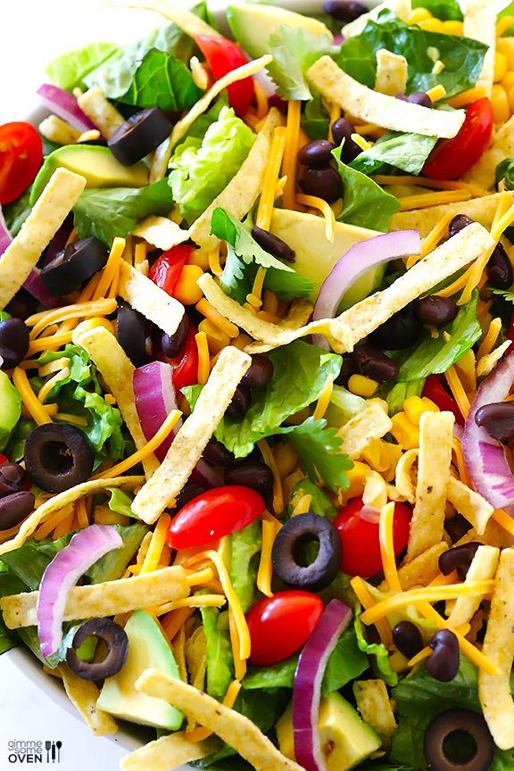 Skinny Taco Salad Recipe -- fresh, flavorful, and oh-so-good!   gimmesomeoven.com #spring #healthy